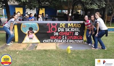 Estudantes realizam trabalhos sobre o Dia Nacional de Combate ao Abuso contra Crianças e Adolescentes